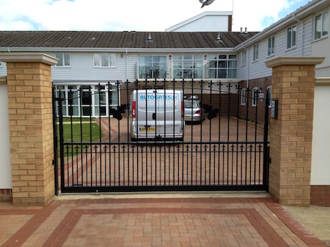 Simple design steel tracked sliding gate